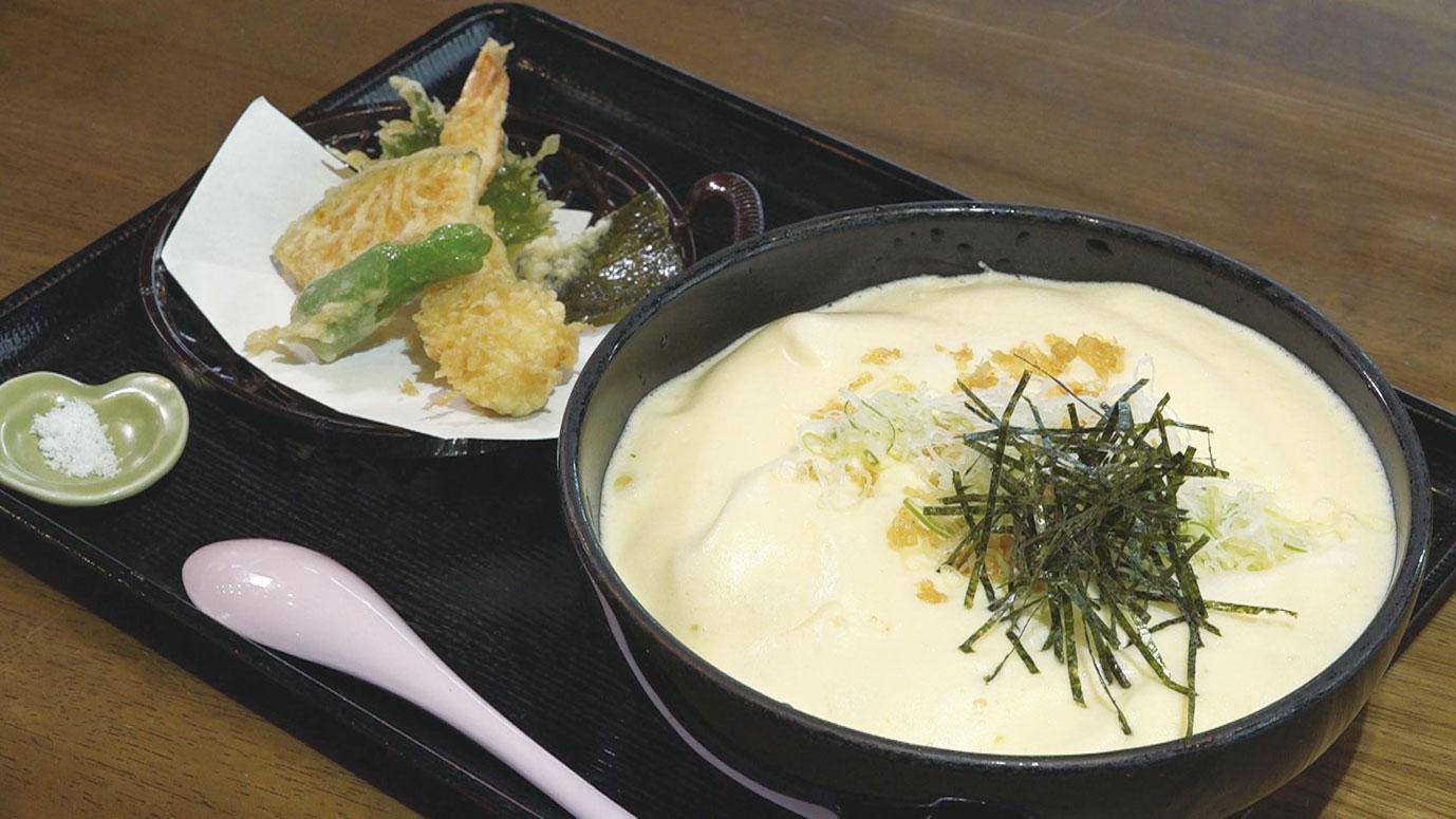 納豆と生卵を練り合わせたものをそばにかけた「有喜天そば」1050円